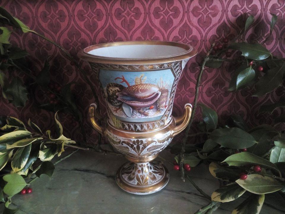 Derby shell vase